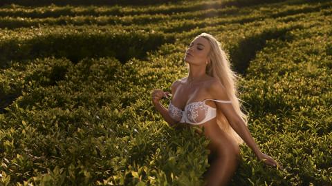 На обложке свежего Playboy юрист с идеальным телом Катя Карецкая